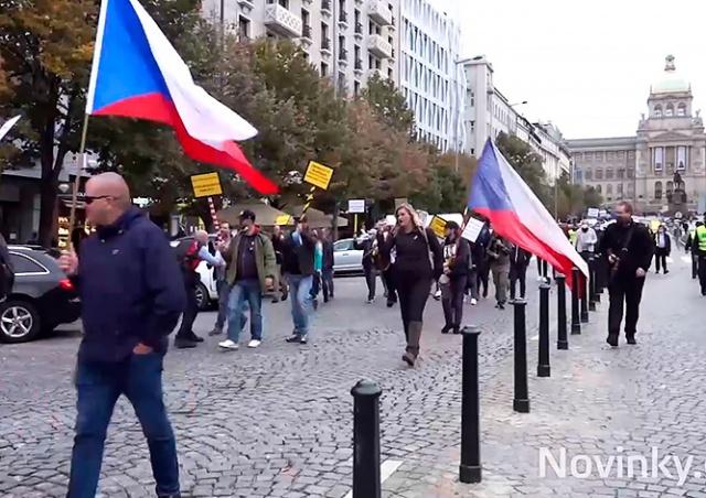 Работники ресторанного бизнеса протестовали в Праге против карантинных мер