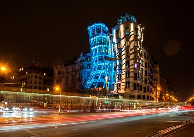 Несколько достопримечательностей Праги в пятницу подсветят голубым цветом
