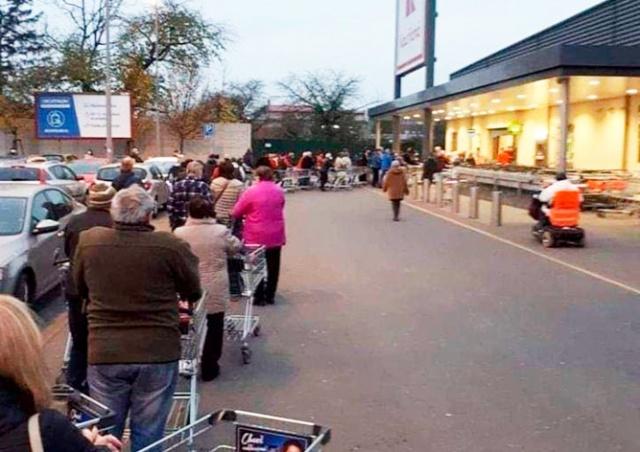 Глава кризисного штаба Чехии: очереди перед магазином лучше, чем внутри