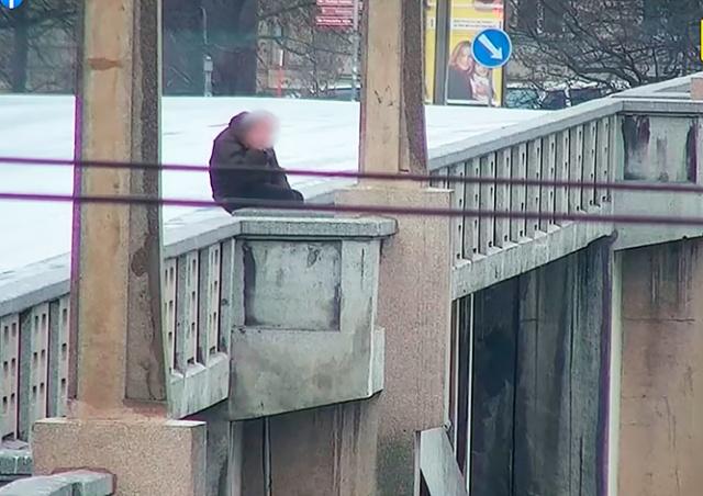 В Праге полицейские предотвратили самоубийство: видео