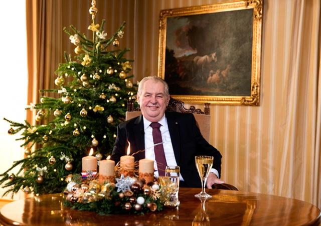 Президент Чехии поздравил жителей с Рождеством и призвал вакцинироваться от COVID-19