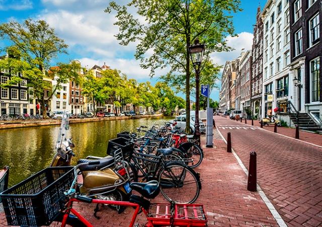 Мэр Амстердама предложила запретить продажу наркотиков иностранным туристам