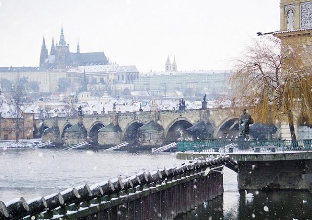 Прогулка по заснеженной Праге: фото