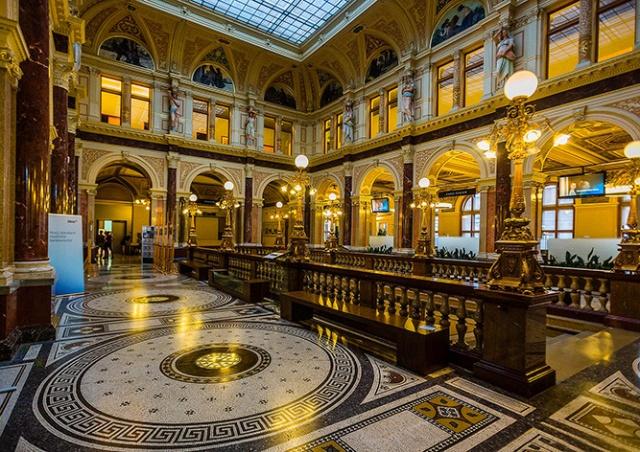 Малоизвестные места Праги: дворец банка Česká spořitelna