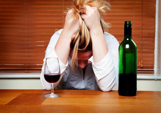Институт душевного здоровья: жители Чехии стали чаще пить и думать о суициде