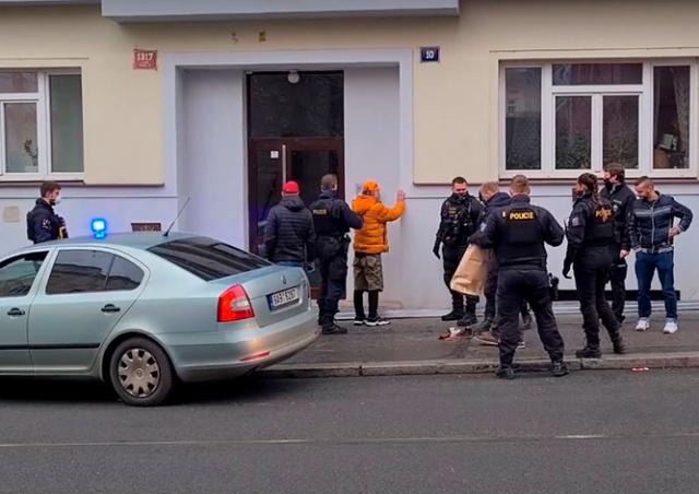 Полиция Праги задержала подозреваемого в нападении на двух женщин