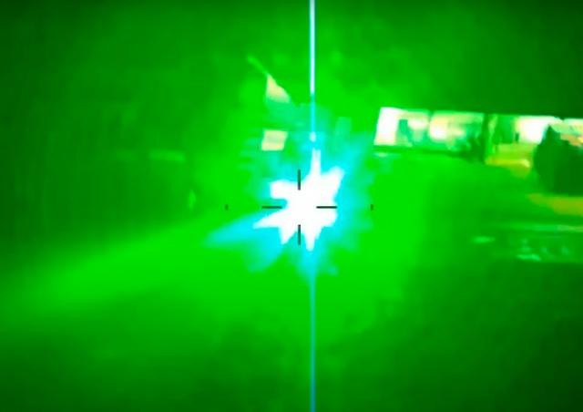 В Чехии иностранец пытался лазером ослепить экипаж полицейского вертолета: видео