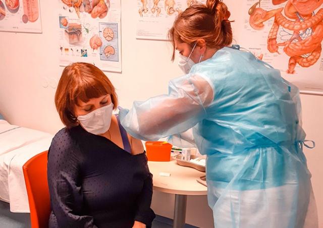 Прага запустила рекламную кампанию вакцинации от коронавируса: видео