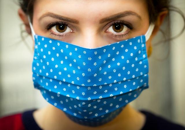 В Чехии тряпочные маски перестанут считаться эффективной защитой от коронавируса
