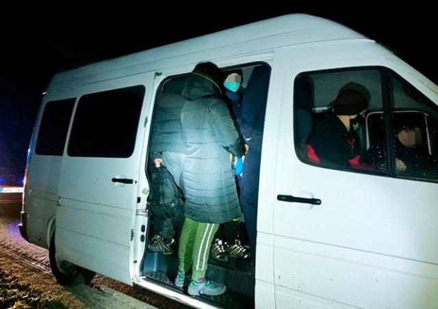 В Чехии полиция остановила фургон, битком набитый иностранцами