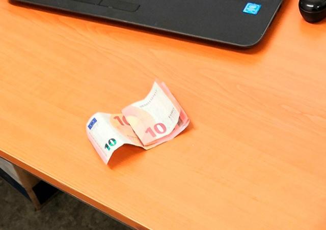 Иностранец пытался въехать в Чехию, предложив полицейскому взятку 20 евро