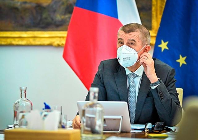 Премьер Чехии: сейчас надо потерпеть, а летом поедем в заграничный отпуск