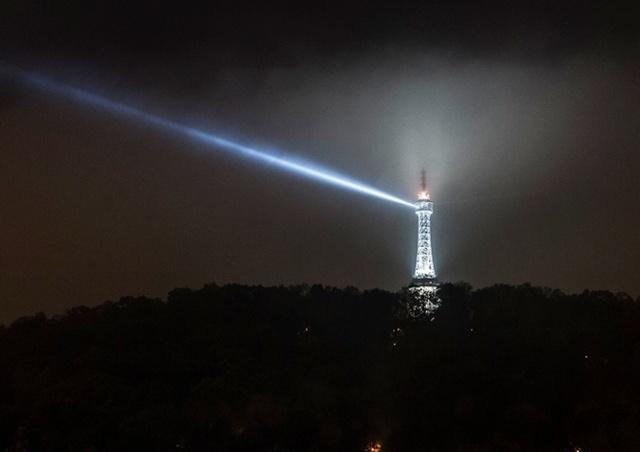 Подсветку Петршинской башни погасят в память о жертвах COVID-19