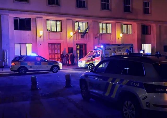 Полиция опровергла версию соцсетей о причине суицида у здания Минздрава
