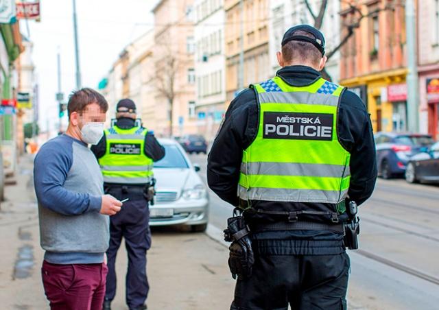 Полиция Праги назвала число нарушений за первую неделю локдауна