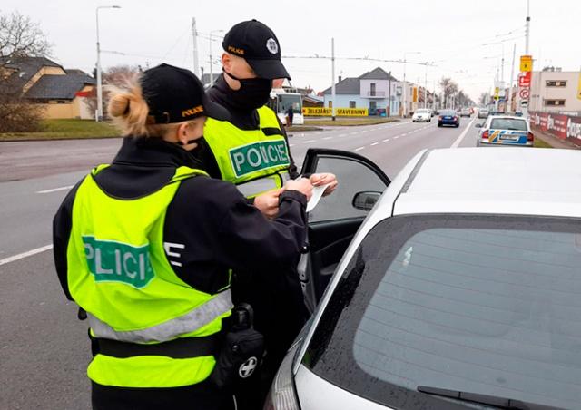 Полиция Чехии назвала число нарушений в первый день запрета поездок между округами