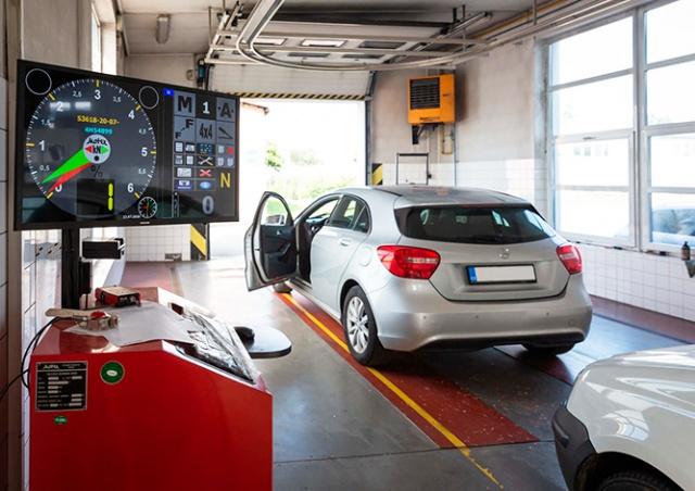 Срок действия техосмотров и водительских удостоверений продлили на 10 месяцев