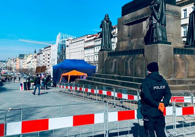 Власти Праги распустили митинг против карантинных мер. Он продлился 12 минут