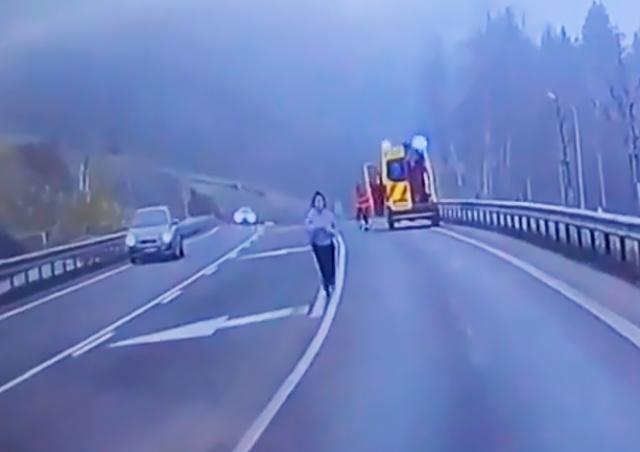 В Чехии пациентка на ходу выпрыгнула из машины скорой помощи: видео