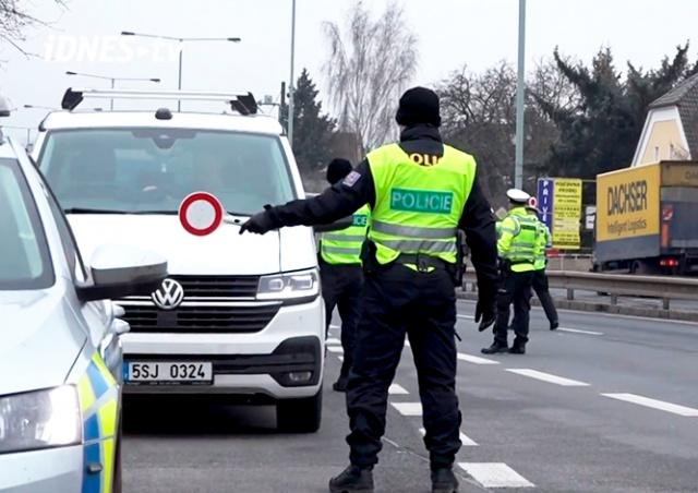 Как в Чехии контролируют передвижение жителей между областями: видео