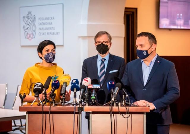 Чешская оппозиция представила план возвращения к нормальной жизни
