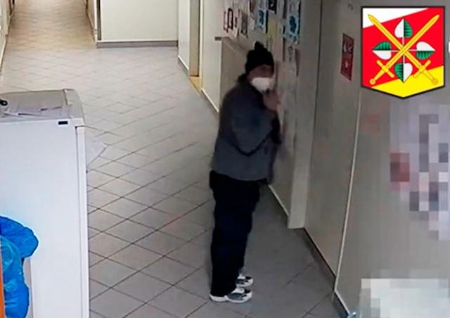 Неизвестный обокрал медсестер в чешской больнице: видео