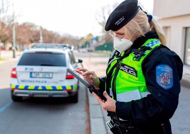 В Чехии полиция отказалась следить за соблюдением правила «больше двух не собираться»