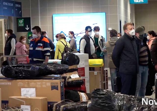 Выдворенные сотрудники посольства РФ покинули Прагу