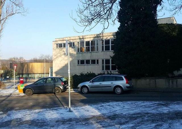 Школа при посольстве РФ в Праге оказалась под угрозой закрытия. Бывшие ученики написали письмо властям