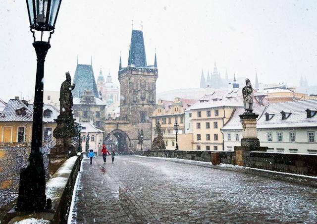 Весна в разгаре: на Прагу обрушился снегопад