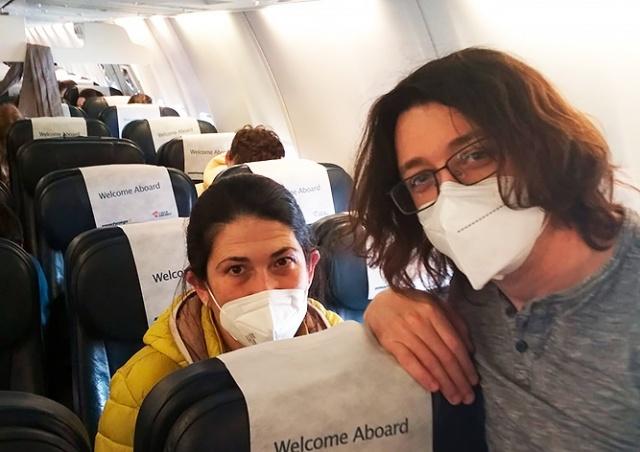 Добрая история из Праги: Евгений Неймер организовал «прививочный рейс» для студентов