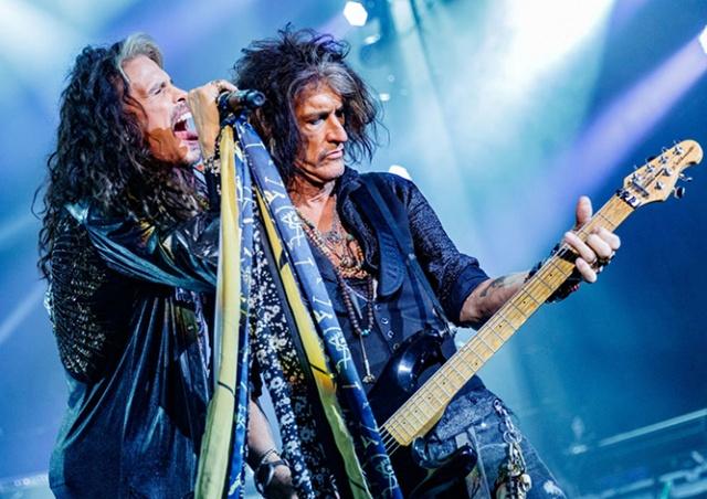 Green Day, Aerosmith, Guns N' Roses и другие звезды приедут в Чехию