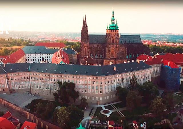 Видео: летняя Прага в сверхчетком разрешении
