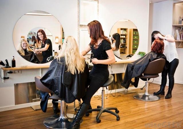 Минздрав разрешил: клиенты смогут сделать тест на коронавирус прямо в парикмахерской