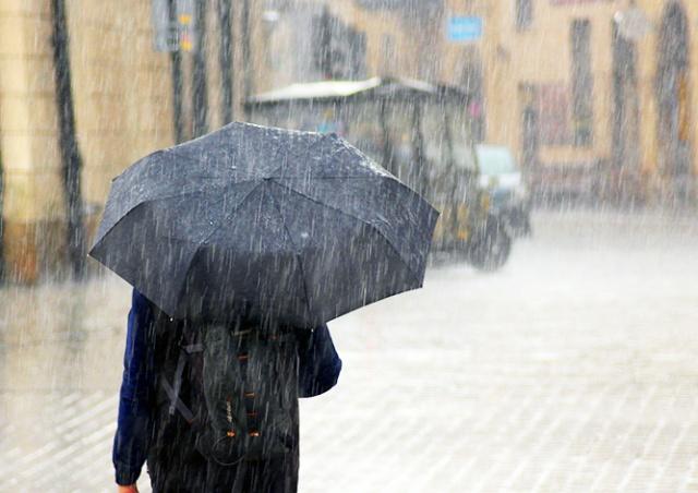 Предупреждение о сильных ливнях и грозах объявлено в Чехии