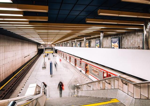 В Праге продлили работу метро