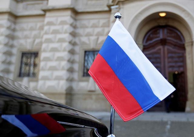 Посол России попросил президента Чехии помочь сохранить школу при посольстве РФ