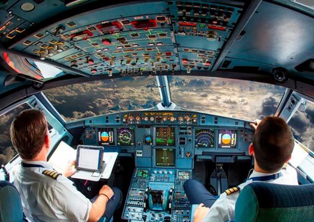 В США пилота оштрафовали за просмотр порно во время полета