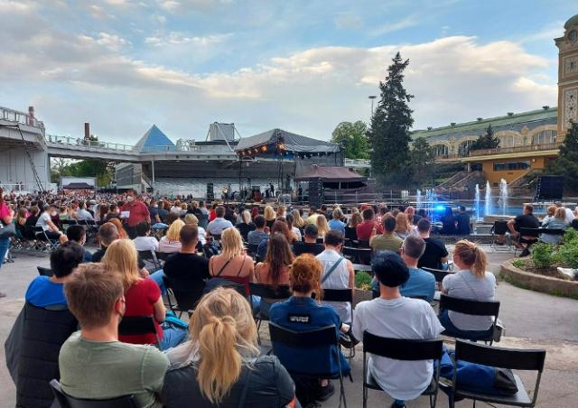 В Праге состоялся экспериментальный концерт на 2000 зрителей