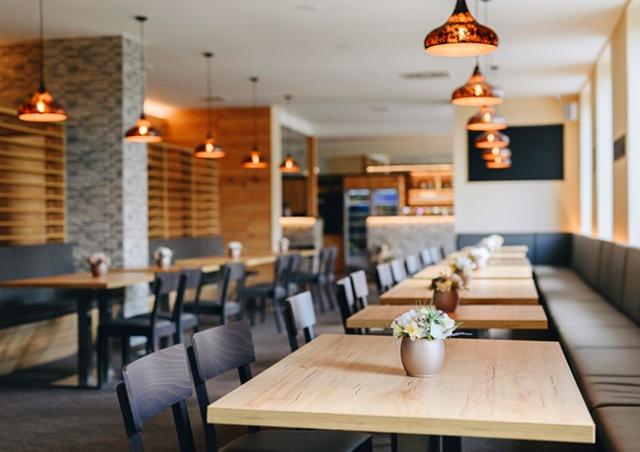 Внутренние помещения ресторанов в Чехии могут открыться в июне