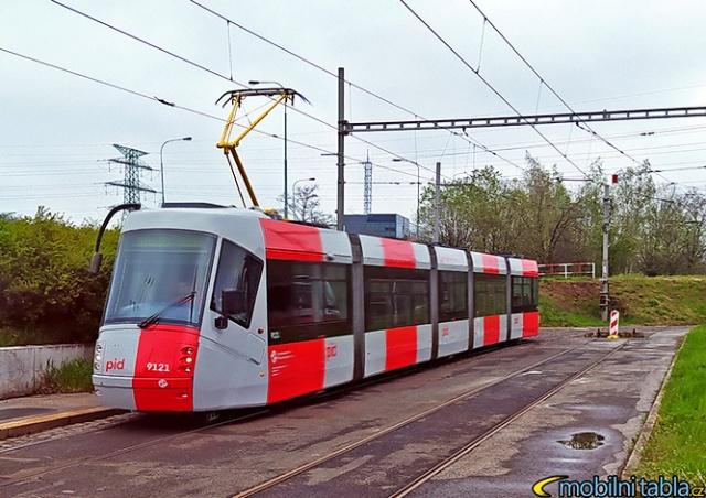 На улицы Праги вышел первый трамвай в новом дизайне