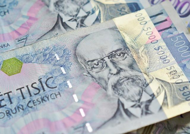Чешская крона укрепилась к евро до годового максимума