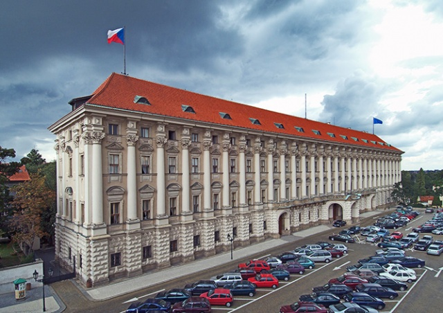 МИД Чехии прокомментировал ситуацию со школой при посольстве РФ