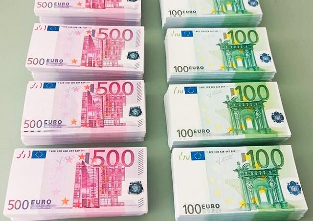 В Праге задержали группу фальшивомонетчиков. У них нашли подделки на 1,5 млн евро