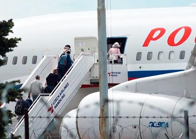 Сотрудники российского посольства покинули Чехию: видео