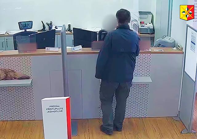 Полиция обнародовала видео ограбления банка в Праге