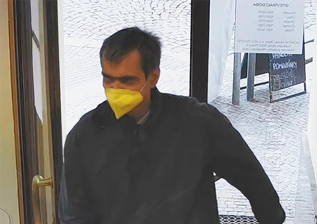 Грабитель пражского банка задержан: видео