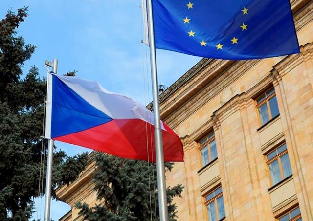 Консульство Чехии в Москве частично возобновило работу