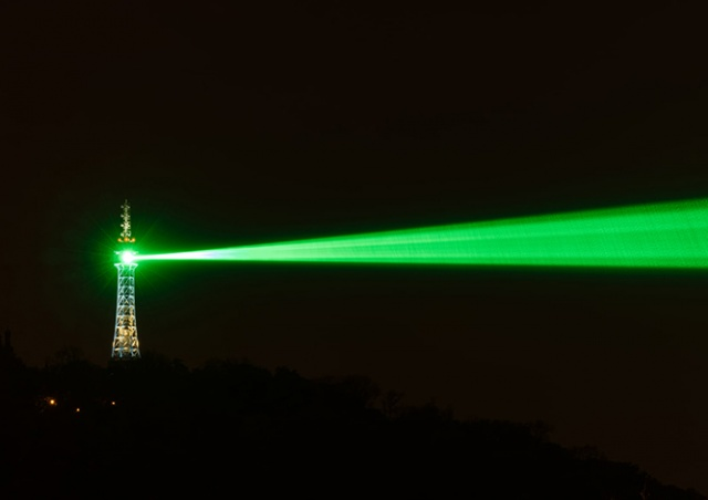С Петршинской башни в центр Праги пустят лазерный луч