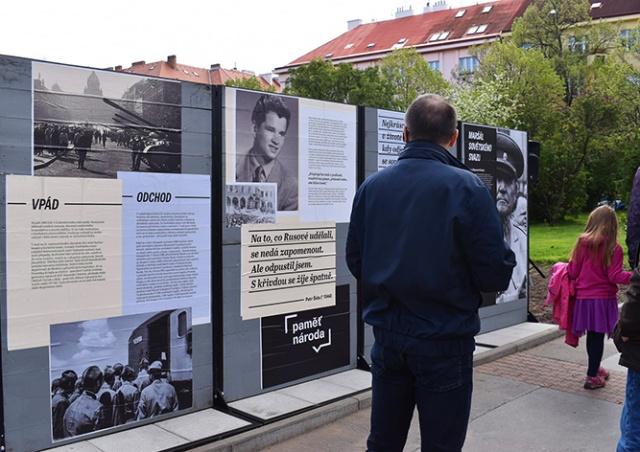 В Праге на месте памятника Коневу открылась выставка о советской оккупации